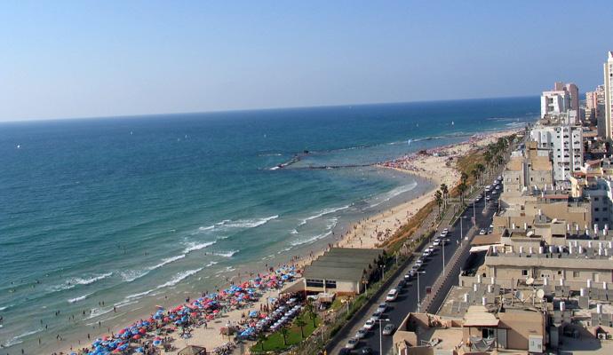 Пляж Кинерета летом